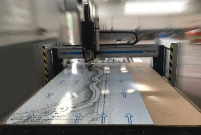 lavorazione-pannelli-grande-pannello-dbond-tekno-automapantografi