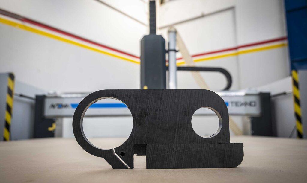 Pezzo realizzato in palstica con pantografo per industria Tekno a controllo numerico, Automa Pantografi