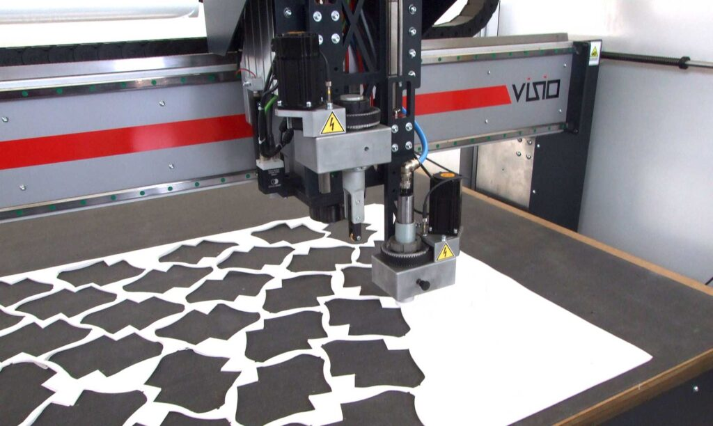 Taglio lama cnc per tessuti di diversi pesi e materiali Automa