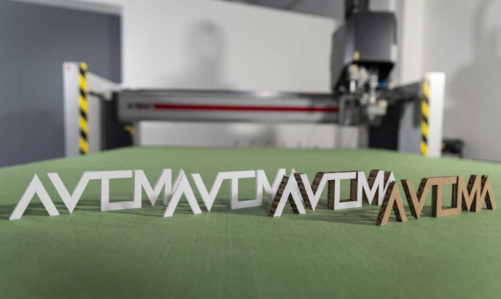 Macchine taglio cartone e reboard Visio di Automa Pantografi