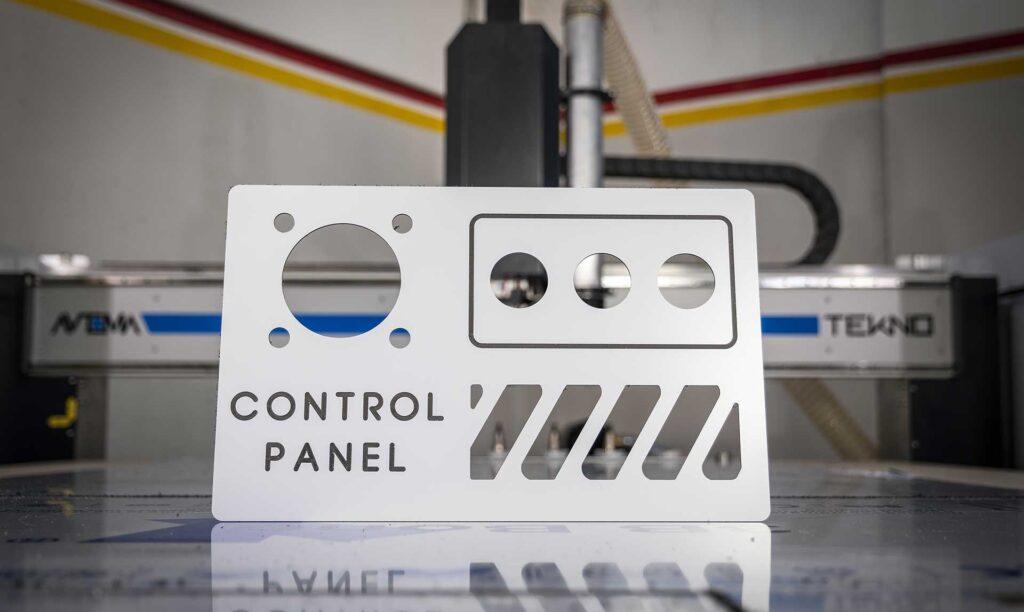 Pannello in dbond realizzato con pantografo Automa a controllo numerico