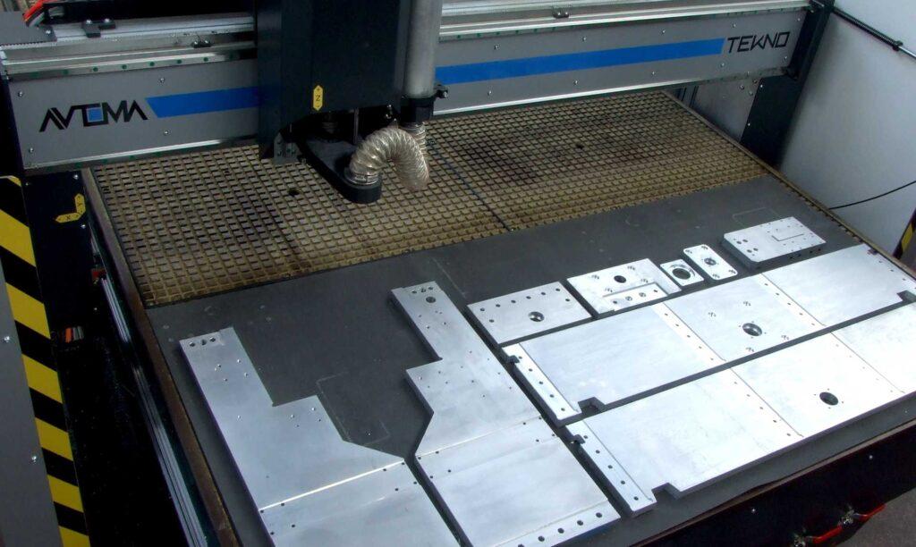 Dettaglio tavolo da lavoro pantografo industriale per lavorazione alluminio Automa Pantografi