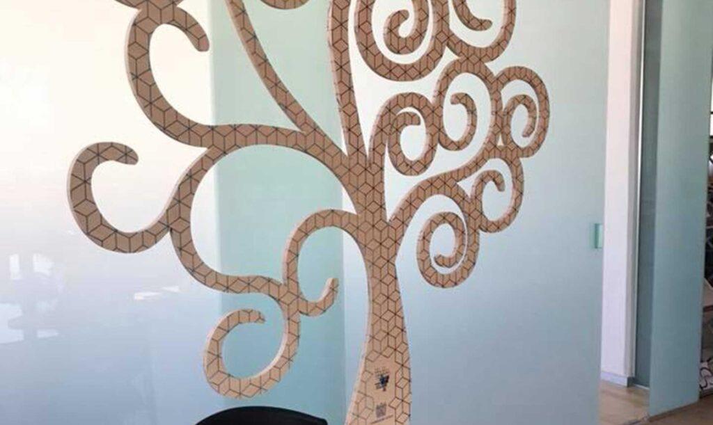 Visual merchandising in legno prodotto con pantografi Automa