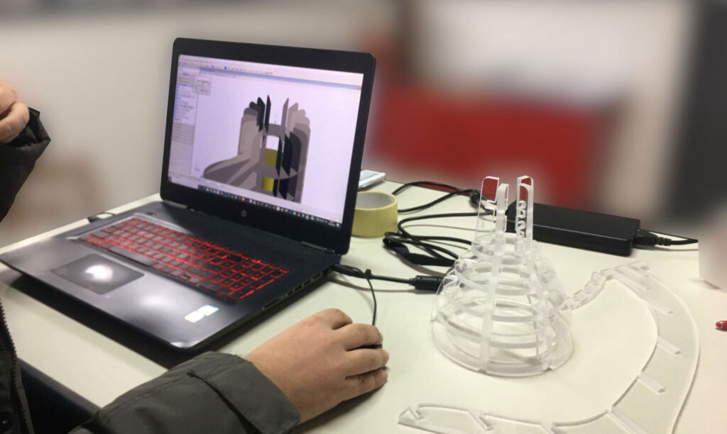 Pantografi per la realizzazione di prototipi industriali in plexiglass, Automa
