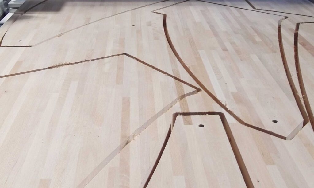 Sagome in legno grande spessore eseguite con fresa cnc Automa